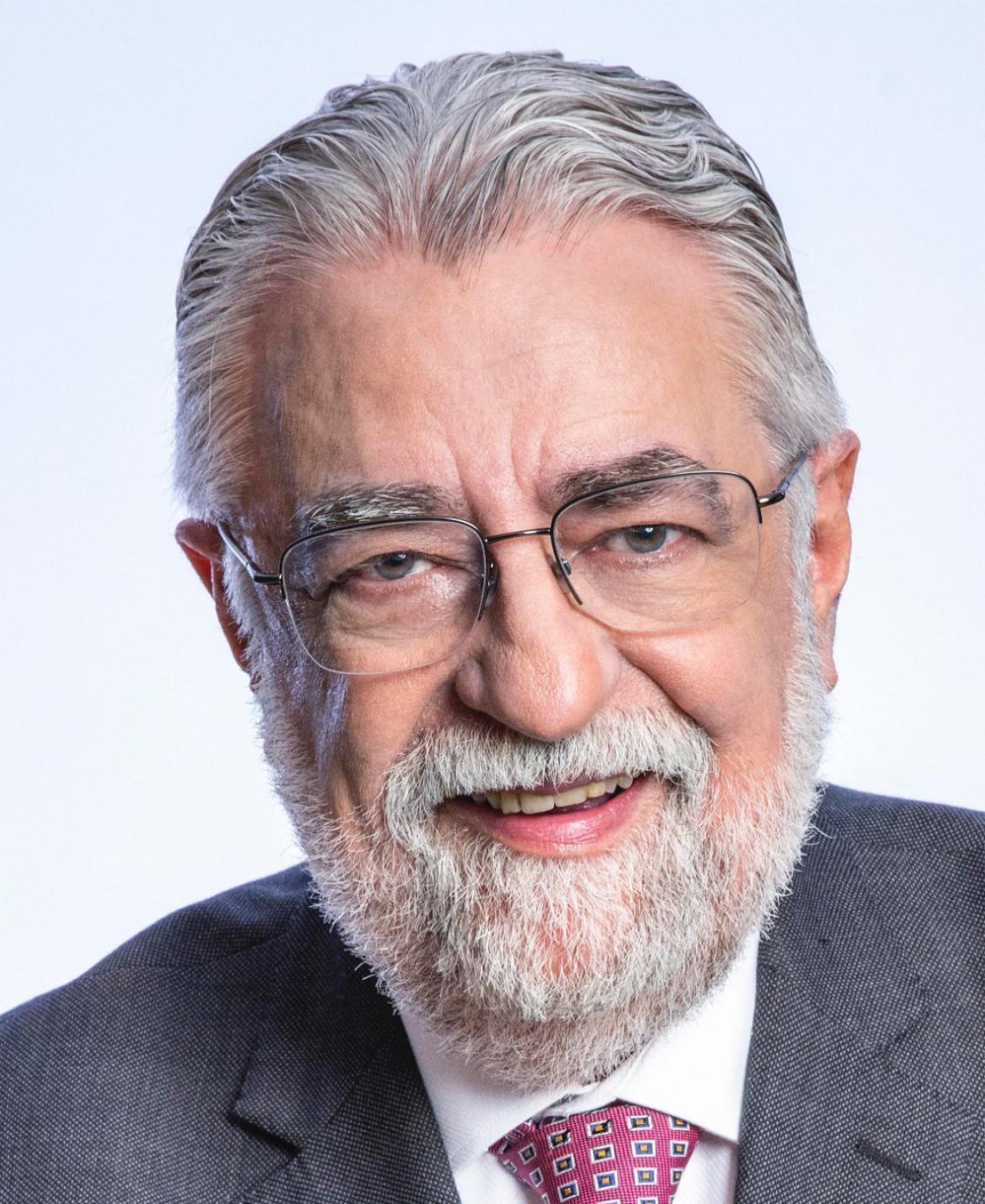 Diretor científico da Febrasgo é proclamado presidente da AMB